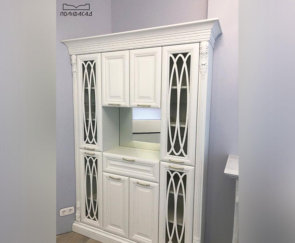 Шкаф с мебельными фасадами из массива дерева от Полифасад