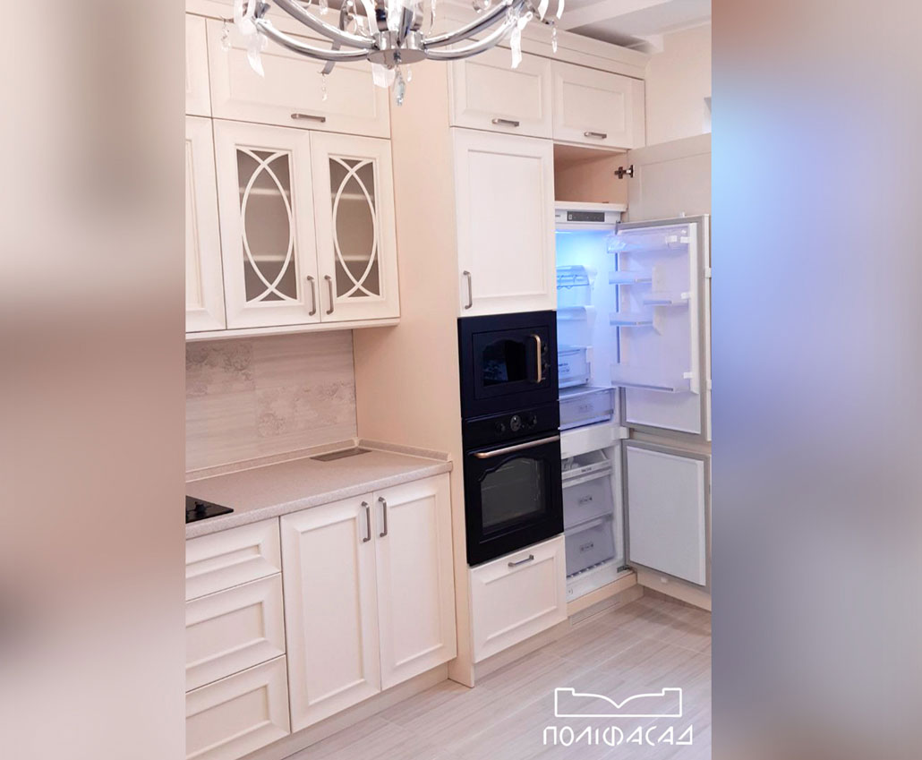 Кухня с мебельными фасадами из массива дерева от Полифасад